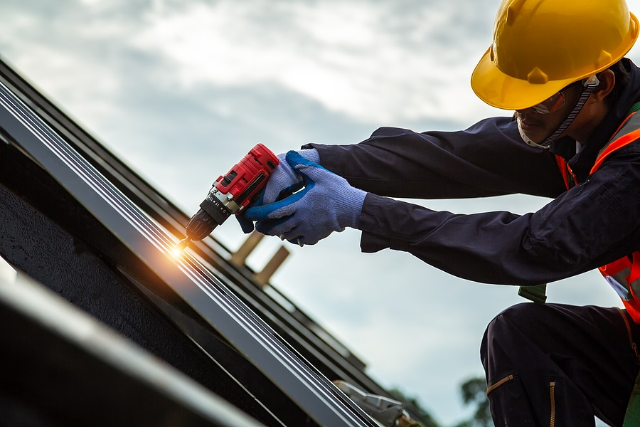 What Types of Roof Damage Can a Restoration Contractor Repair?